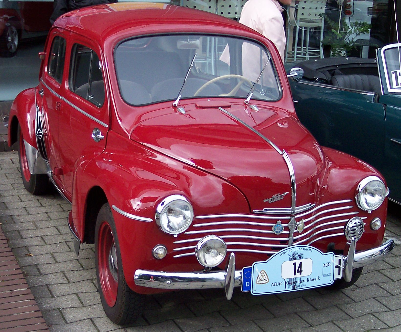 rouge avd Renault 4CV red vr
