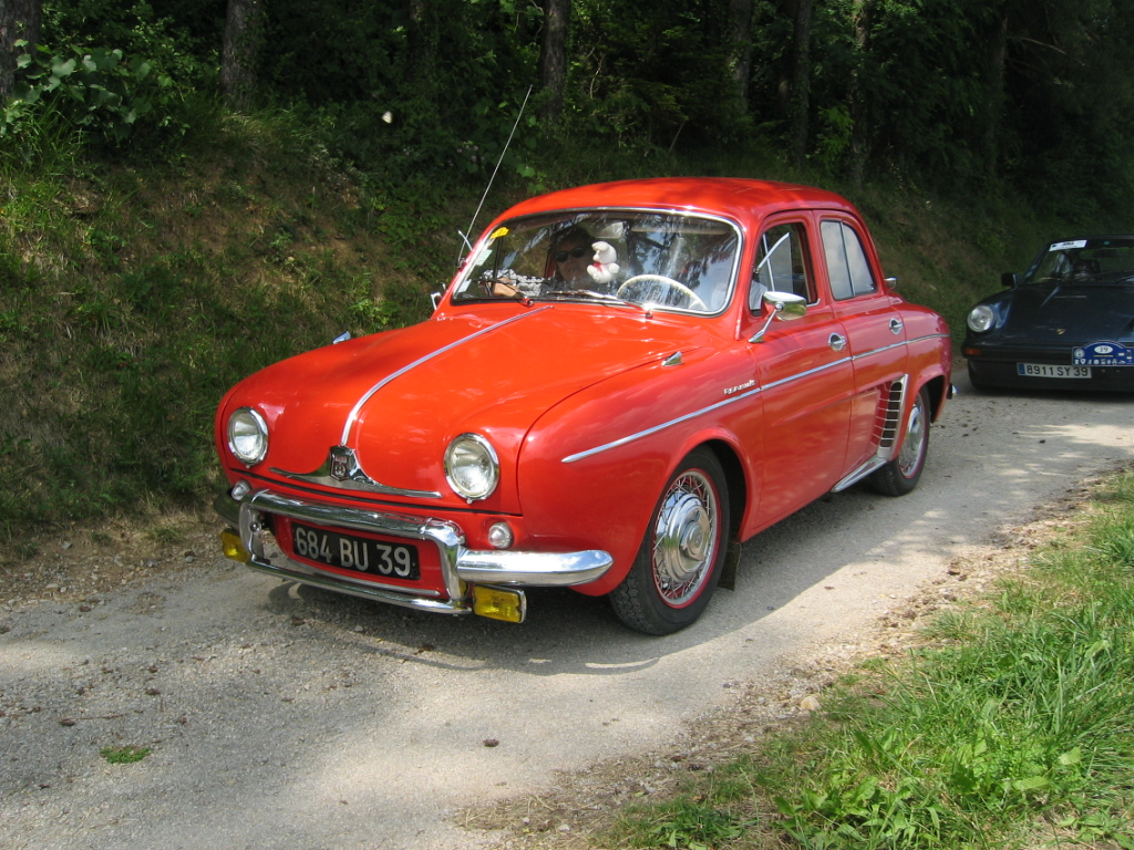 rouge avg Renault Dauphine 5