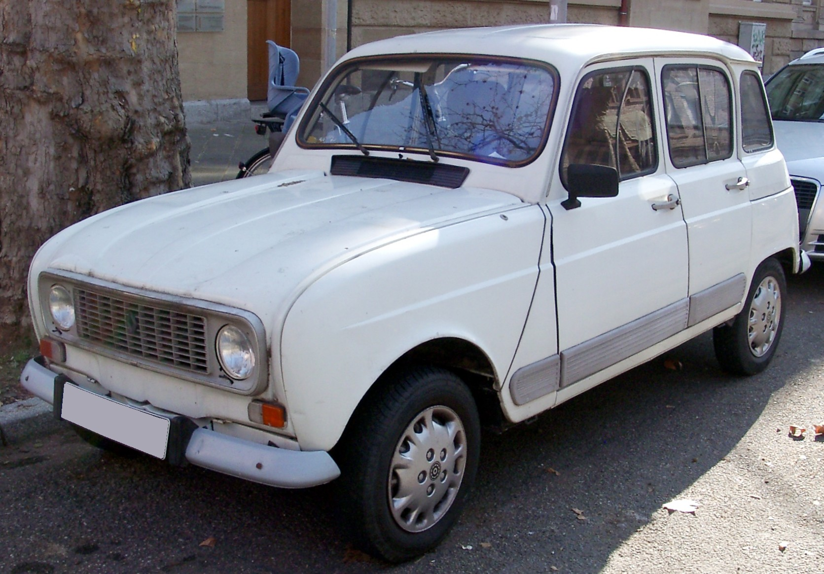 blanche avg Renault 4 front 20080224
