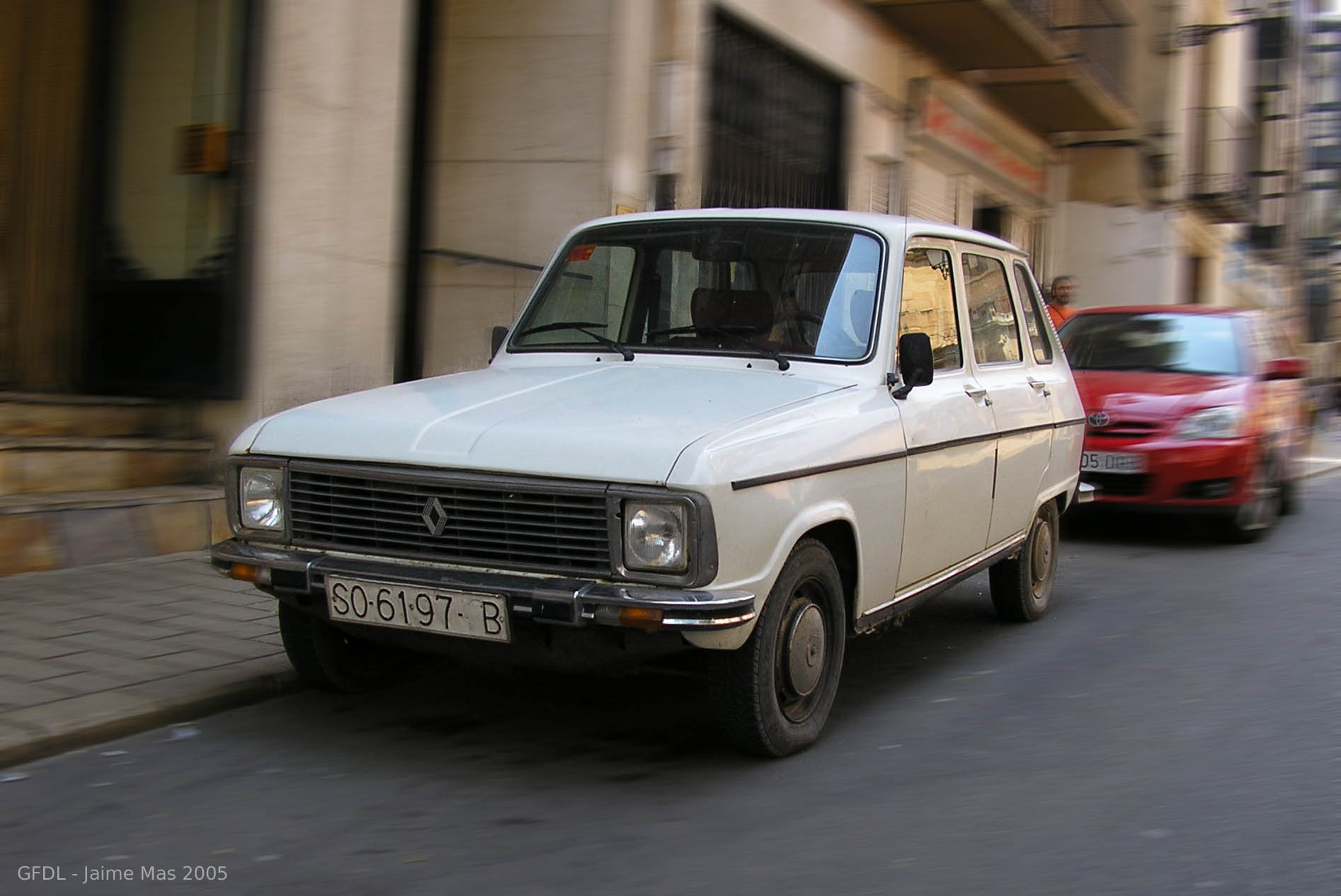 blanche avg Renault 6 front
