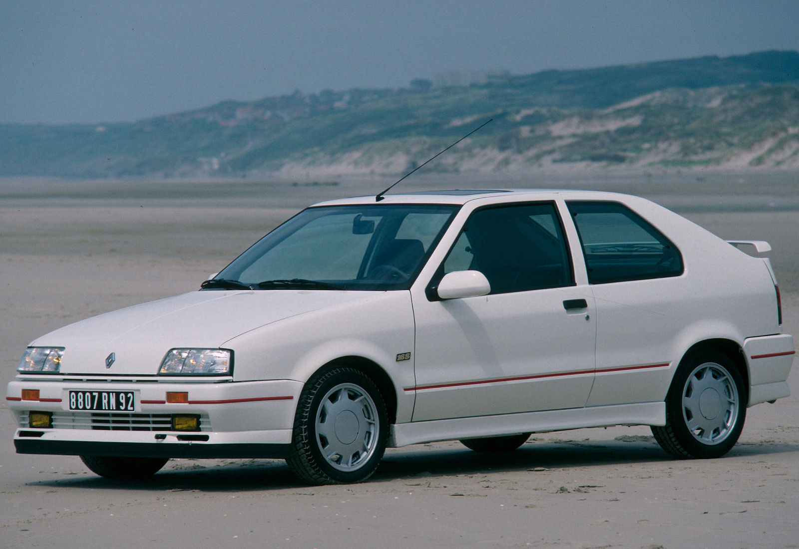 blanche Renault-19 16S 3-door 1988 1600x1200 wallpaper 01