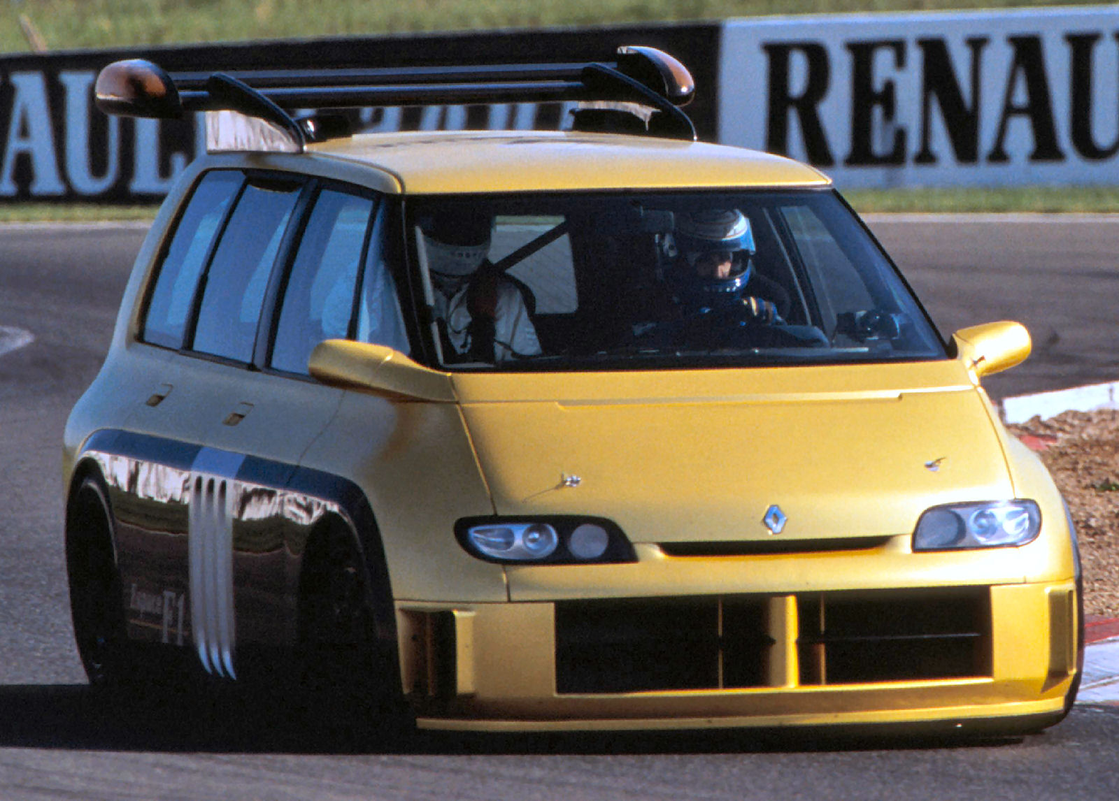 jaune prost renaultespacef1 magny-cours 1995