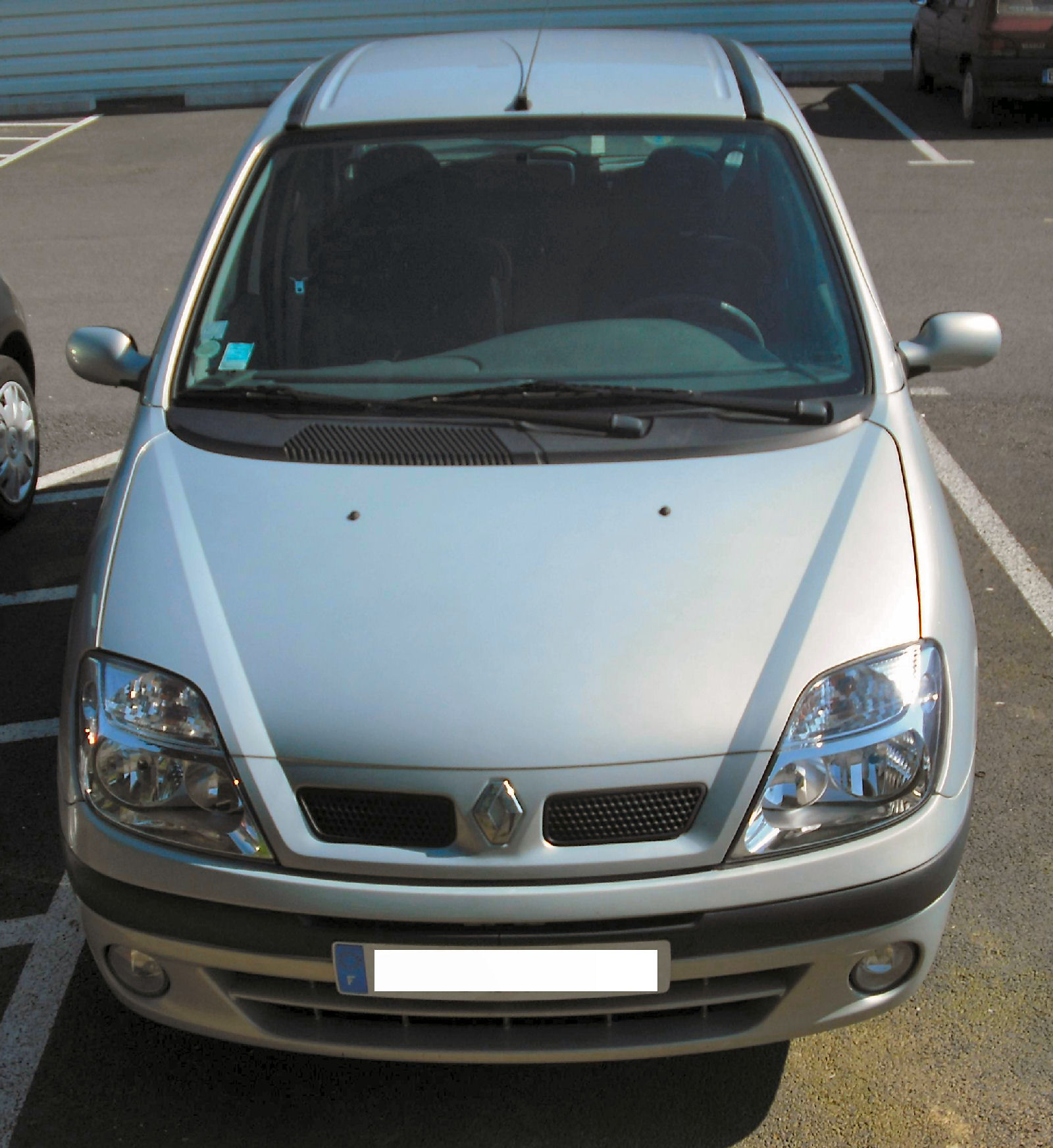 grise 2040-renault-scenic