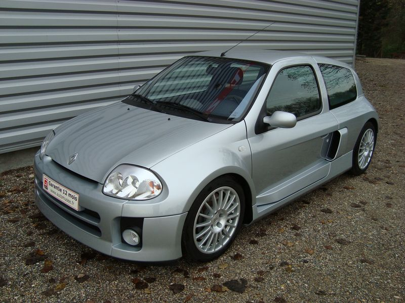 grise clio v6 1301797 zoom1